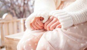 女性 手 白