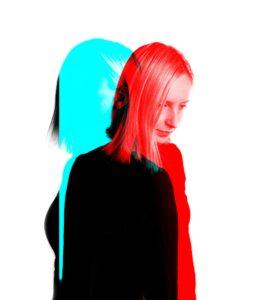 女性 青 赤