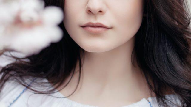 女性 白 黒