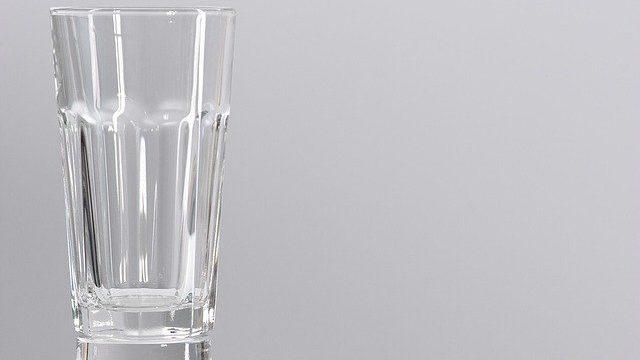 コップ 水